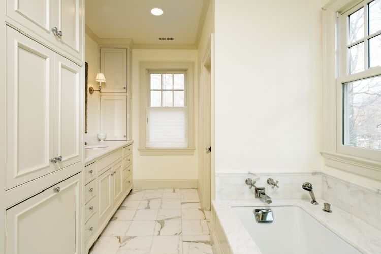 A Few Ideas to Give Your Rental Home's Bathroom a Great Look